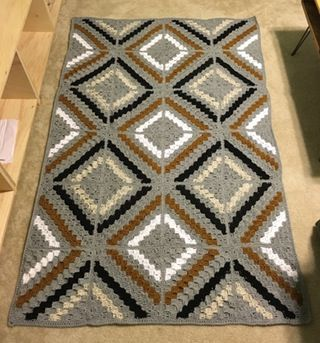 Afghan idea from reddit, free pattern here: http://blog.deramores.com/the-deramores-studio-cal-cedar-river-blanket/