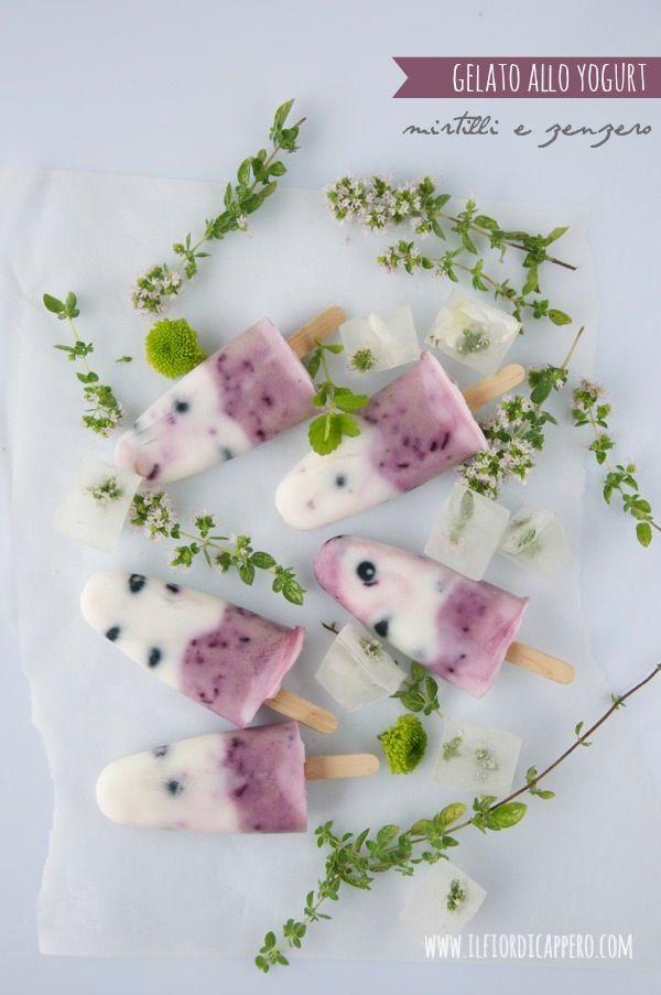 Gelato allo yogurt con lo stecco: mirtilli e zenzero Frozen Yogurt with blueberries and ginger (ice cream)