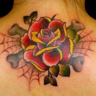 Женская татуировка паутина и цветок на спине между лопаток