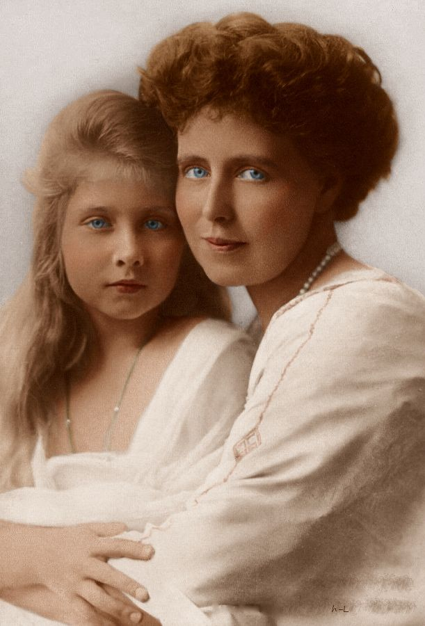 Queen Marie of Romania and Princess Maria.