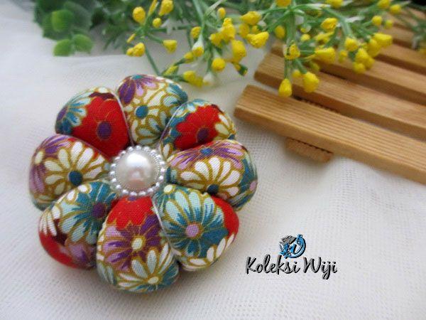 http://koleksiwiji.com/product/momo-pincushion Momo Pincushion Size : Diameter jar 6 cm Colours : seperti gambar Materials : cotton fabrics, dakron and beads  bantal jarum, jarum pentul, koleksiwiji, pincushion, tuspin jar -  - #BantalJarum, #JarumPentul, #Koleksiwiji, #Pincushion, #TuspinJar -