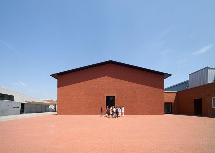 Cute Herzog u de Meuron adds gallery to Vitra Design Museum