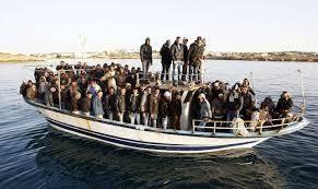 Ακόμη 2.488 μετανάστες έφτασαν το απόγευμα του Σαββάτου στην πύλη Ε-1 στο λιμάνι του Πειραιά με το επιβατηγό οχηματαγωγό πλοίο «Ελευθέριος Βενιζέλος». Οι περισσότεροι από τους μετανάστες επιβιβάστηκαν σε λεωφορεία του ΟΛΠ με προορισμό το σταθμό του τ...