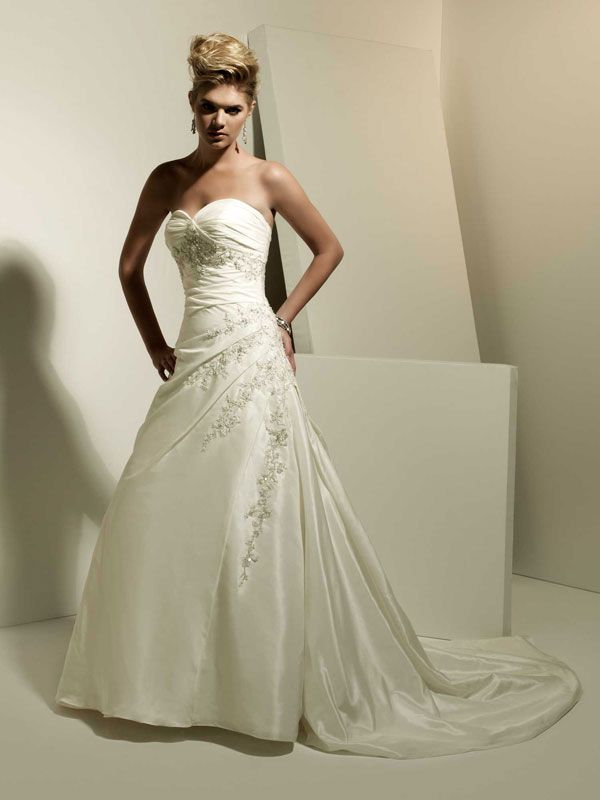 Fancy sweetheart sleeveless taffeta wedding dress  Read More:    http://www.wholesale-lucky.com/index.php?r=fancy-sweetheart-sleeveless-taffeta-wedding-dress.html