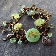 Posidonie - bracelet multi rangs prehnite & verre de bohême, hippocampes, vert pasrel, bronze antique