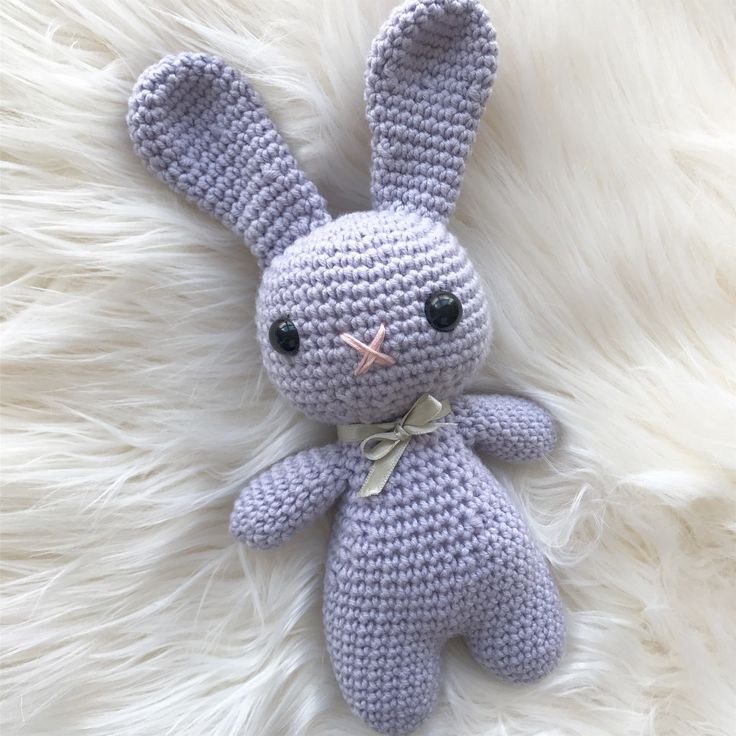 Welcome to my free Easter Bunny pattern! This patt…