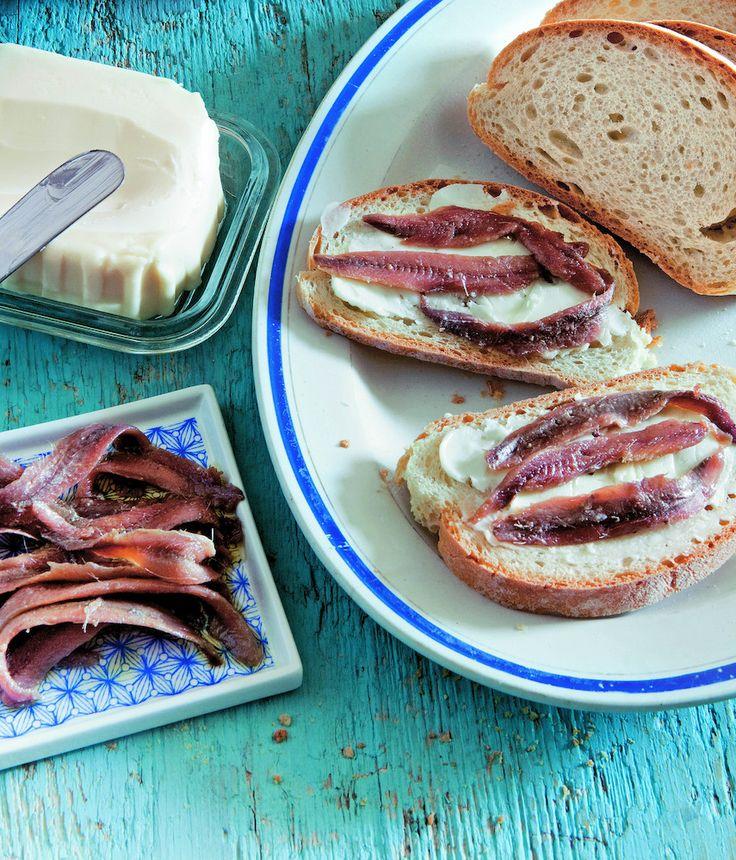 il mio comfort food? Alici su un letto di burro steso su una fetta di pane integrale scaldata. Facili da realizzare, prelibate e perfette.