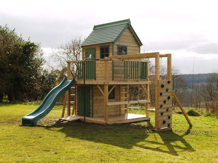 This free standing treehouse, a Playhouse climbing frame with kids swing, slide and climbing wall make this a great playhouse for a back garden.