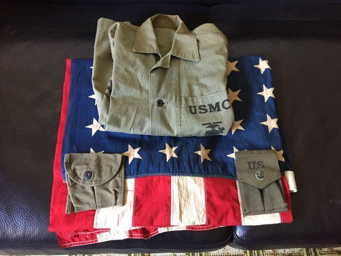 WW II Amerikaanse veel: jas Marines vlag 2 munitie gevallen  Prachtige Amerikaanse veel van de Tweede Wereldoorlog die erin bestaat dat de vlag van een grote katoen volledig authentiek en intact onbeschadigd. Het heeft alleen een bloed vlek die bevestigt de echtheid ervan.De partij omvat ook een prachtige mariniers jas in goede conditie en 2 gevallen van munitie.  EUR 5.00  Meer informatie