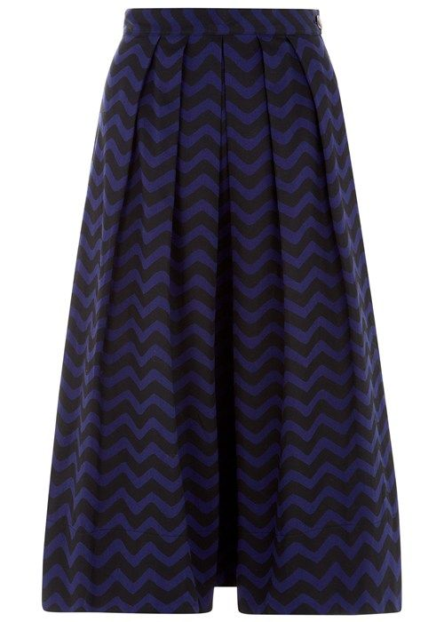 Navy flared skirt with zig zag pattern in certified 100% organic woven cotton. With side zip and shell button fastening. Length 73cm. Kr. 795,-