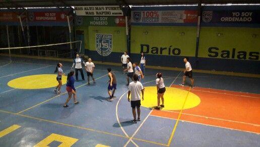 Activo y riguroso entrenamiento de nuestra Selección de Voleibol Mixta en #CDSPolivalente Más Alto, más Fuerte, más Rápido!
