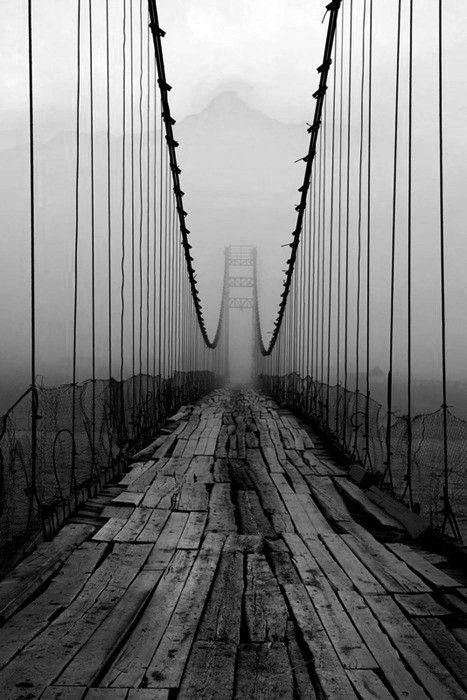 Construção da 'Ponte sobre o Tejo' / Salazar / 25 de Abril em Lisboa. Será mesmo??