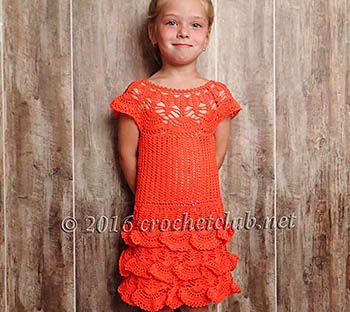 Платье на круглой кокетке для девочки, связанное крючком. Авторская схема вязания платья