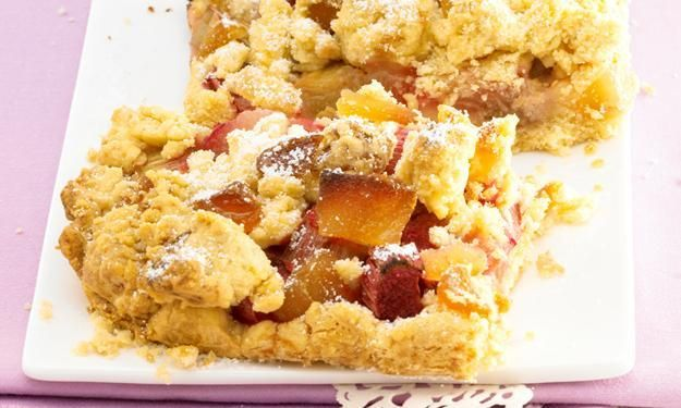 Rhubarb cake with ginger streusel - this is a bit of a twist on the traditional crumble (use Google translate to read the recipe in English)