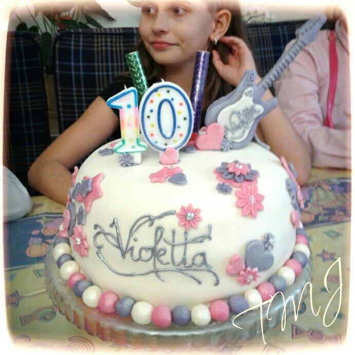 Pink-purple Violetta strawberry-joghurt birthdaycake