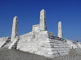 Mohyla na Bradle je pietnym miestom, kde je pochovaný Milan Rastislav Štefánik – jeden z najvýznamnejších slovákov a spoluzakladateľ prvého samostatného Československého štátu. Mohyla je súčasne symbolom samostatnosti a slobody nášho národa a pamätník významnej historickej udalosti, kedy sa Slováci zaradili medzi slobodné národy sveta. Mohyla na Bradle bola postavená v rokoch 1927-28. Jej tvorcom je architekt Dušan Jurkovič a pamätník je 65,5 m široký a 95,5 m dlhý. Je postavený z…