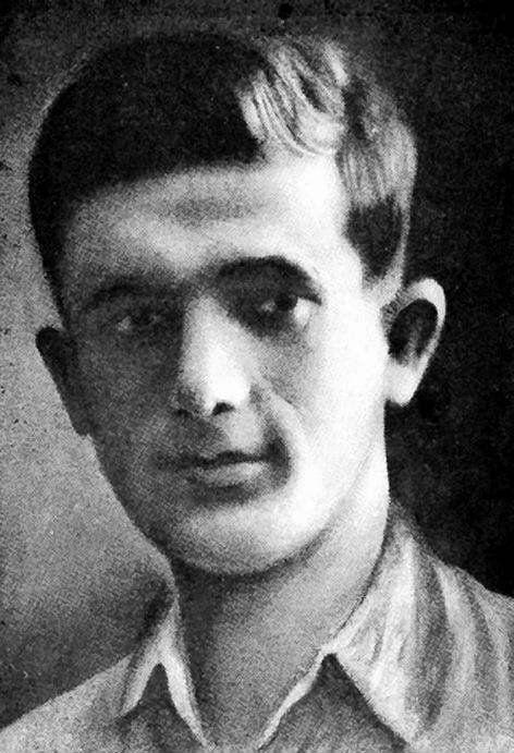 MORDECHAJ ANIELEWICZ. Urodził się w Wyszkowie (w 1919 r.), ale był chłopakiem z warszawskiego Powiśla. Tam jego ojciec miał sklep. Do liceum chodził w sercu żydowskiej dzielnicy, na Nalewkach, w 1938 r. zrobił maturę. Od 1934 r. należał do Haszomer Hacair. Praca z młodzieżą syjonistyczną szykującą się do wyjazdu do Palestyny pochłaniała go, ale musiał z czegoś żyć. Zajmował się handlem obwoźnym. Do legendy przeszły opowieści, jak poprawiał świeżość niezbyt świeżych ryb za pomocą środków…