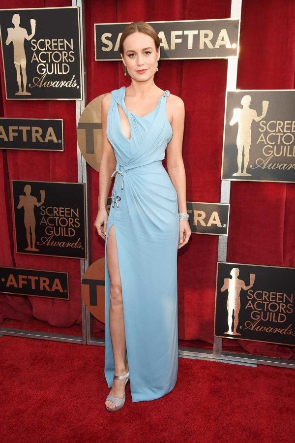 Brie Larson in Atelier Versace SAG Awards 2016