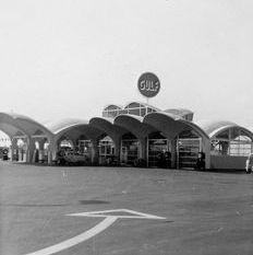 1930's petrol forecourt