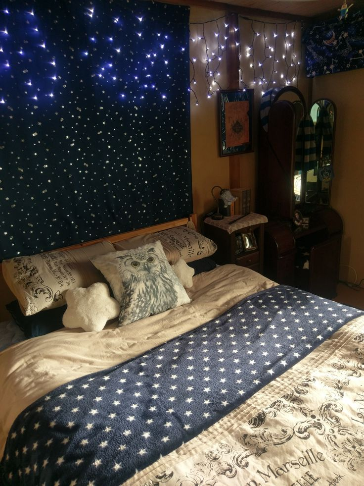 Ravenclaw bedroom. Plenty of stars, fairy lights, a wand on the side table and a photo of a snowy owl (Hedwig?) on a pillow.