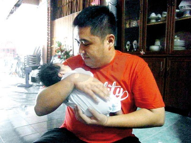 Kena marah kerana kerap bantu Melayu   Berkunjung ke rumah rakan berbangsa Melayu bukan asing bagi Choon Hau.  TEMERLOH - Dilahirkan di Kuantan dan dibesarkan di Mentakab dengan persekitaran yang mempunyai pelbagai latar belakang masyarakat membuatkan dia jatuh cinta pada perpaduan dan keamanan. Suka melihat perpaduan masyarakat dahulu apabila orang Melayu boleh hidup berjiran dengan masyarakat Cina dan India di kampung dan ada di kalangan mereka yang boleh bertutur dalam bahasa ibunda yang…
