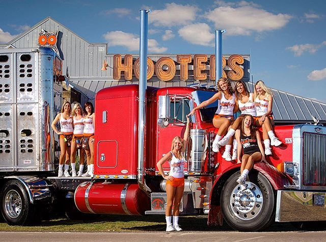 Too busy for a sit down lunch on your #humpday ?? Have you tried taking @hooters…