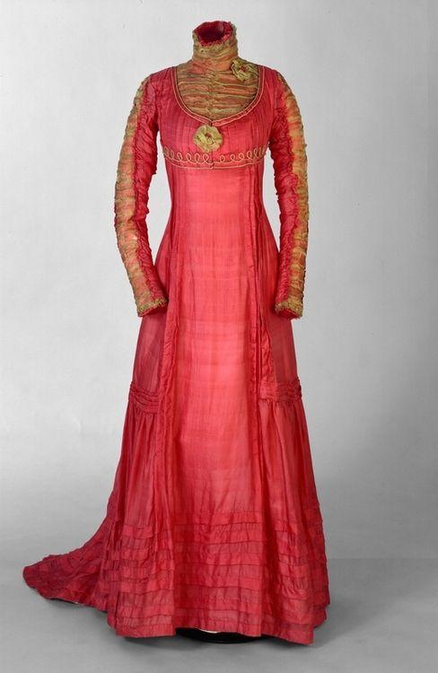Red dress 1946 theme 1900s