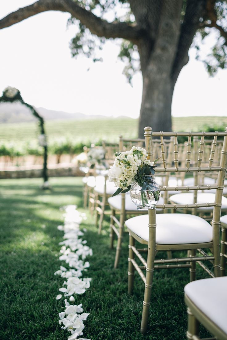 Wedding ceremony chair - Classically Beautiful Al Fresco Affair Outdoor Wedding Ceremoniesoutdoor