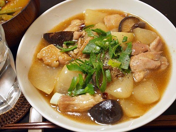 鶏肉と大根をオイスターソースと醤油で中華風に煮込んでトロミをつける。これがまたホントに死ねる。