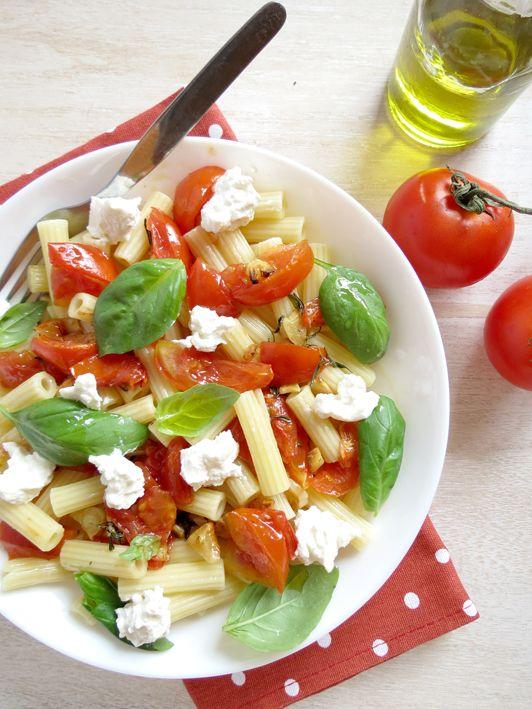 massa com tomate assado ricotta e manjericão
