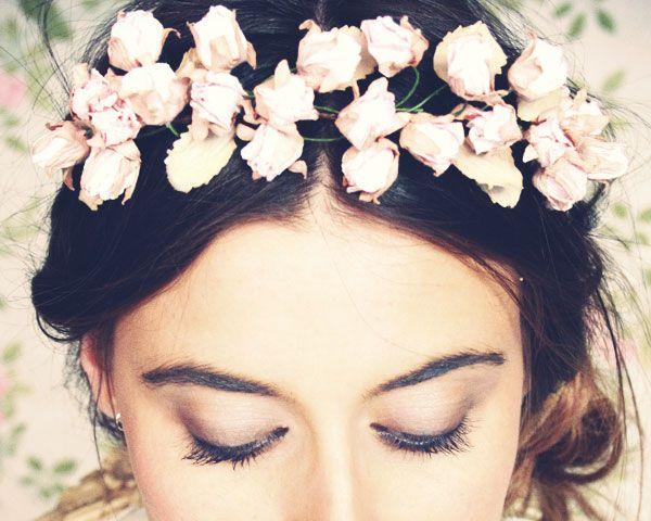 Tocados para novias románticas y con estilo #boda #complementos #cherubina