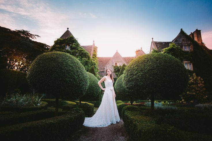 Abbey House Gardens wedding by Kevin Belson Photography. http://kevinbelson.com  Tel: 07582 139900 or 01793 513800 or email: info@kevinbelson.com