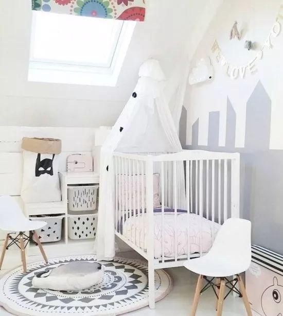 chambre scandinave enfant blanche et grise sac en papier range jouet mini chaine eames et - Chambre Scandinave Blanche