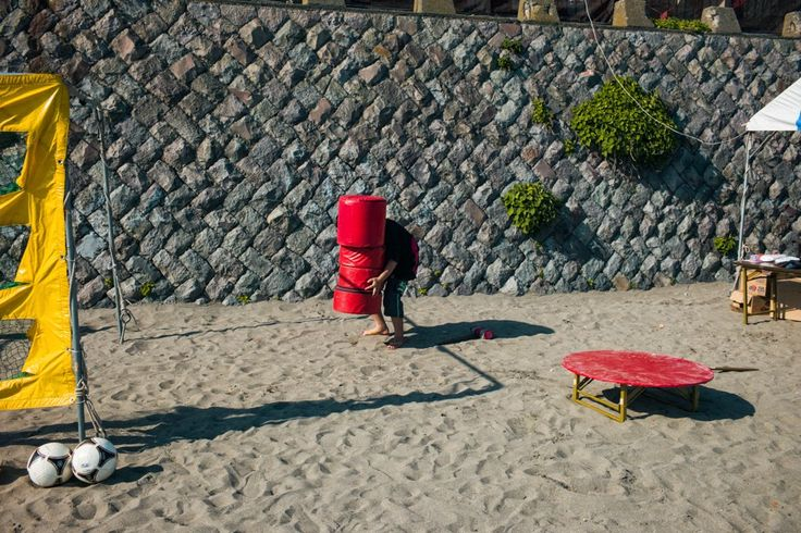 Sorry, you'll never walk alone.   Yuigahama, Kamakura, 2014