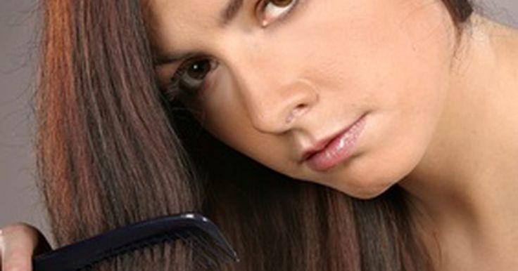 Como consertar mechas coloridas em cabelos castanho-escuros. O sucesso em corrigir erros de tinturas requer uma compreensão da teoria básica da cor no que se refere aos cabelos. Durante os processos de clareamento de cor ou tintura permanente, as moléculas de cores naturais são removidas do cabelo em uma ordem previsível: do marrom-escuro, o cabelo clareia para o vermelho, depois para laranja, depois ...
