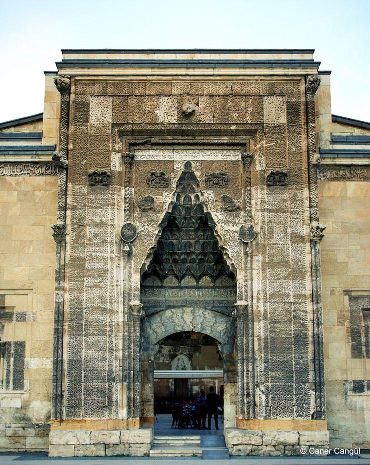 Buruciye Medresesi Taç Kapısı, Sivas