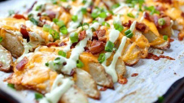 Recette : Quartiers de pommes de terre au bacon gratinés.