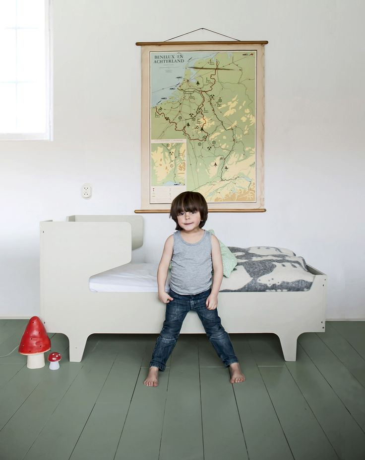 cool kidsbed with 'ears'  www.westerbreedte.nl