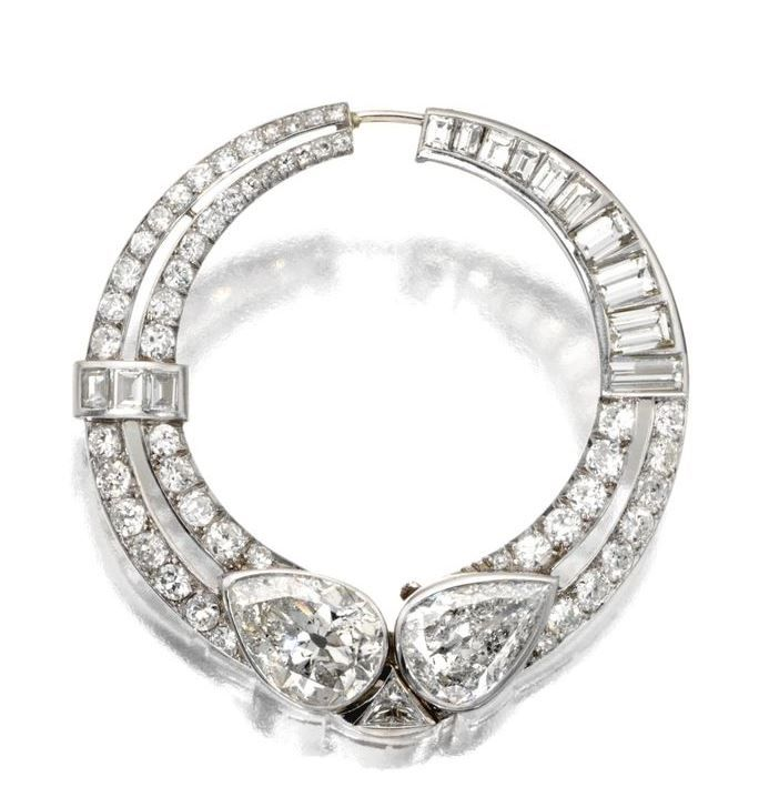 ART DECO DIAMOND CIRCLE BROOCH, CIRCA 1925.