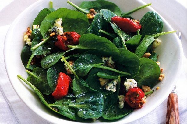 Spinach & blue cheese salad with walnut dressing