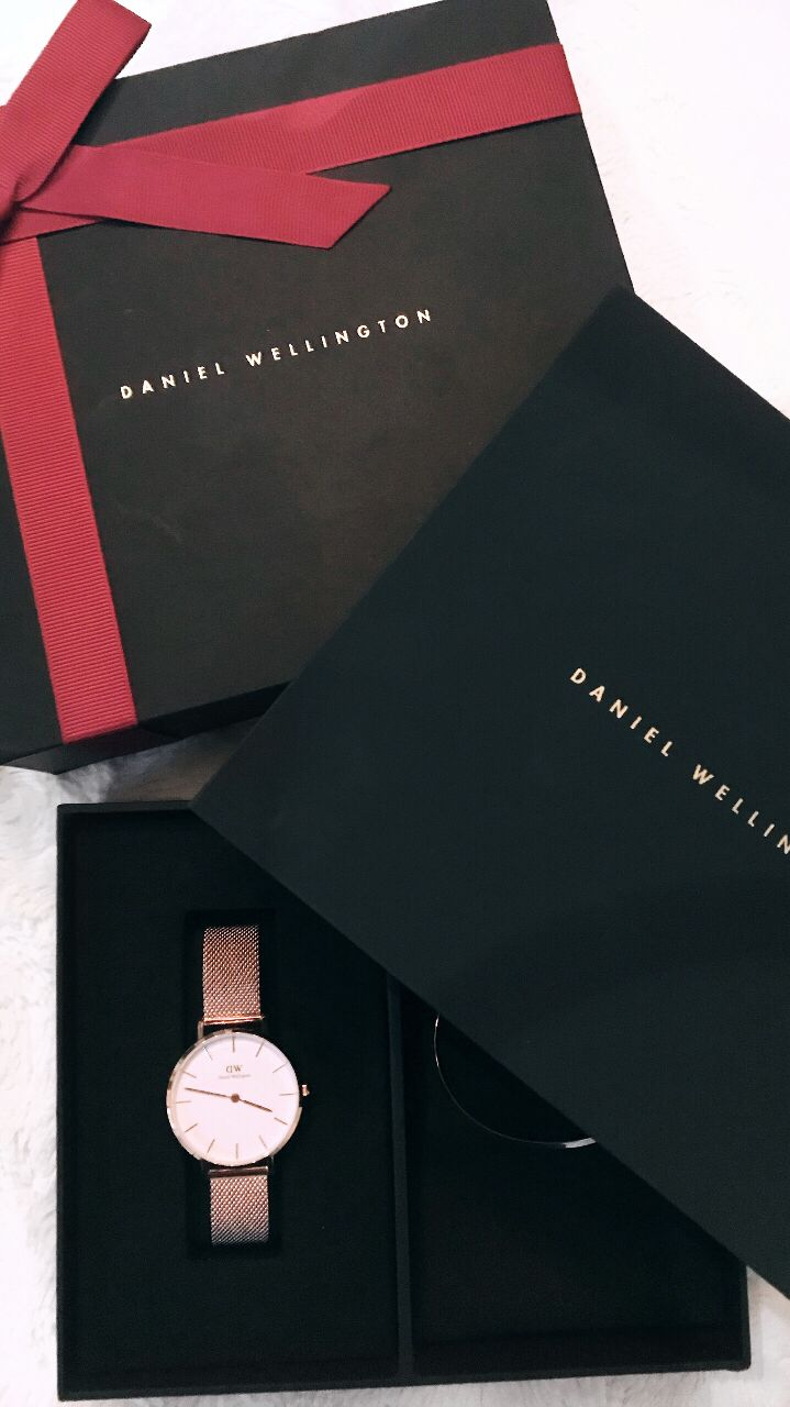 BLACK FRIDAY SALE! GET A FREE WATCH STRAP WITH YOUR PURCHASE OF ANY DANIEL WELLINGTON WATCH + 15% OFF using PROMO CODE: MCMULLAN15 #danielwellington #blackfriday #sale #promocode #ad #giftideas