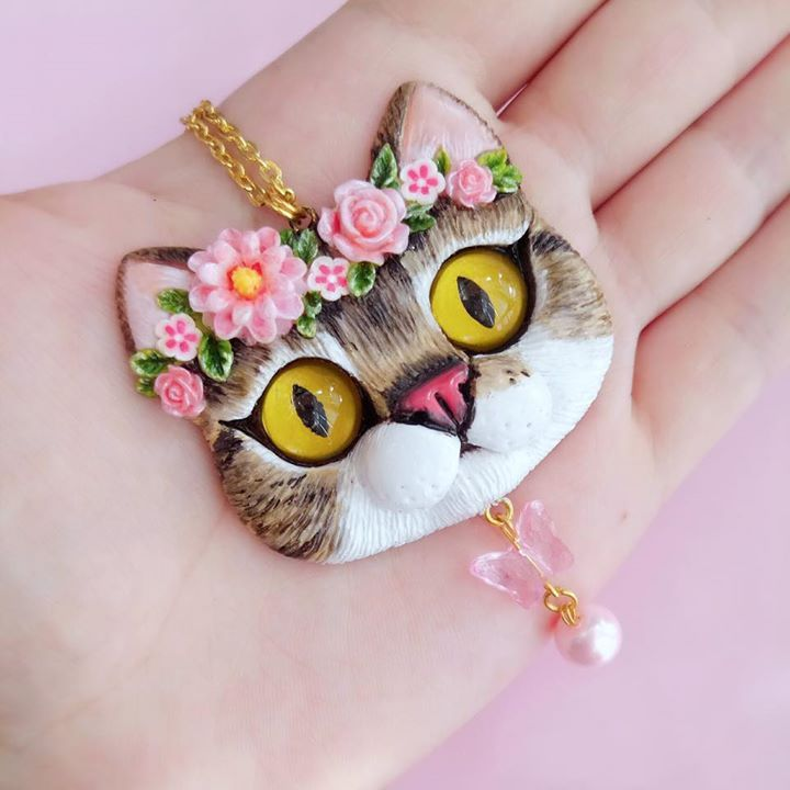 Pet portrait cat necklace by FleurDeLapin