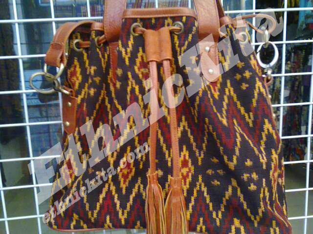 Ethnic Woven Leather Bag Flores is combination between Flores Woven and Leather.   East Nusa Tenggara.    Measurements : Height: 27cm x Width: 30cm x Thickness 10cm   Material : Flores Woven and Leather   Motif : Red zig-zag line with diamond dot   Ethnic Of : Flores, NTT    Description :  - Regioal Origin: Flores, Nusa Tenggara Timur, Indonesia