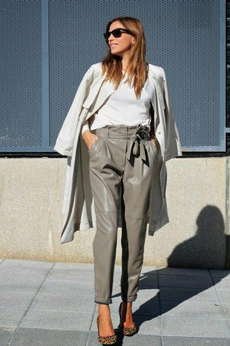 İlkbahar İçin Son Moda Deri Pantolon Modelleri - Deri pantolonların avantajı yüksek ayakkabı ya da çizme veya belirgin bir takı ile birlikte kombine edildiğinde etkili bir görsel görünüm sunmasıdır...%20Gündüz ve gece kombinasyonlarının hepsinde tercih edilebilen ve daima modanın trendlerinden olan deri pantolonlar, belki de giyinmek için biraz cesaret gerektiren spesifik bir seçimdir. 2015 İlkbaharı için ilham alabileceğiniz trend deri pantolon örnekleri: