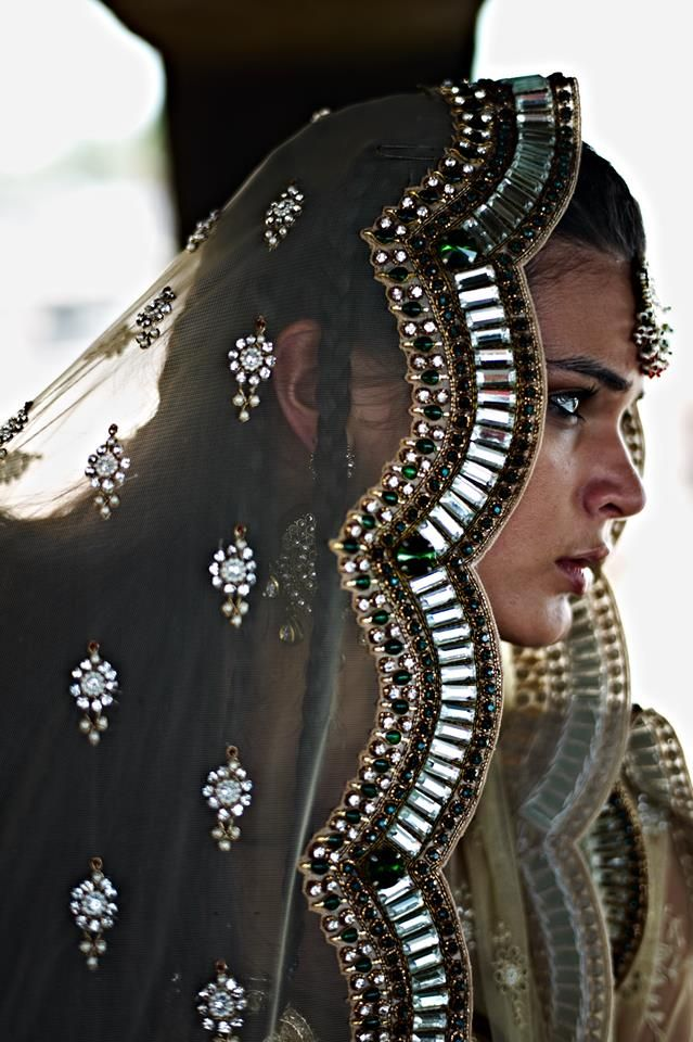 That border! <3 Desi Indian bride dulhan make up lehenga