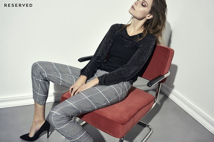 Swobodna elegancja – świąteczne stylizacje Reserved - Tym razem projektanci marki proponują swobodne podejście do eleganckiego, świątecznego dress code'u. Zamiast typowych wieczorowych kreacji czy pulowerów z Mikołajem mamy mniej formalne stylizacje. Delikatne zimowe akcenty, takie jak norweskie wzory czy szkocka krata, przypominają o bożona...] http://ifakty.pl/2016/12/20/swobodna-elegancja-swiateczne-stylizacje-reserved/