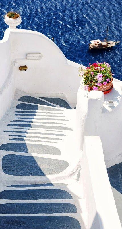 Oia, Santorini - Steps to the Sea