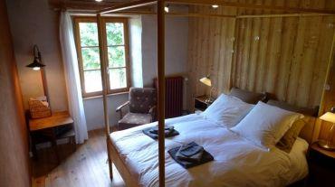 Voici une maison pleine de charme et de simplicité idéalement située au coeur du massif cantalien et du Parc Naturel Régional des Volcans d'Auvergne. Alta Terra est le 1er établissement touristique du Cantal et 1ère maison d'hôtes d'Auvergne à avoir obtenu l'écolabel européen.