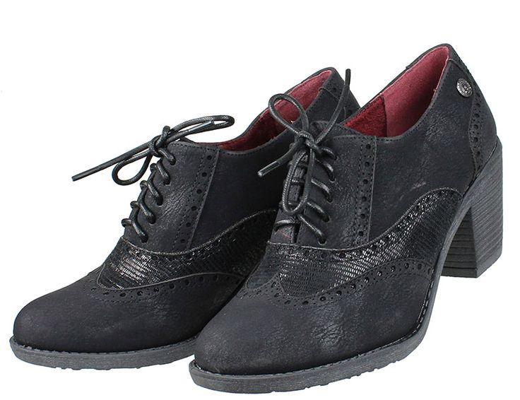 Γυναικεία+δετά+casual+παπούτσια+CHIKA10+σε+χρώμα+μαύρο.  ΥΛΙΚΟ:+Συνθετικό+δέρμα.  ΥΨΟΣ+ΦΤΕΡΝΑΣ:+5,5+cm.  ΥΨΟΣ+ΤΑΚΟΥΝΙΟΥ:+7+cm.  ΣΟΛΑ:+Μαλακή+αντιολισθητική.  ΧΩΡΑ+ΚΑΤΑΣΚΕΥΗΣ:+Ισπανία.