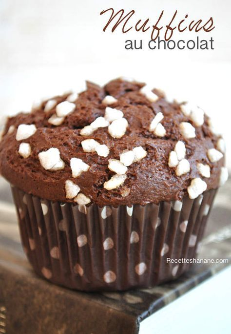 Si vous cherchez LA recette de muffins au chocolat, bien gonflés n'hésitez pas à testez celle-ci, elle est parfaite Il vous faut: 3 gros oeufs (ou 4 petits) 75g de cacao en poudre non sucré 190g de sucre 150g de lait 150g de beurre fondu 170g de farine...